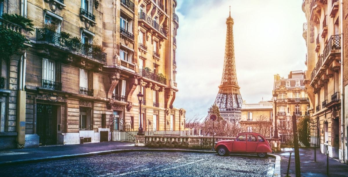 【エミリーパリへ行く】可愛すぎるファッションを徹底調査【Emily in Paris】